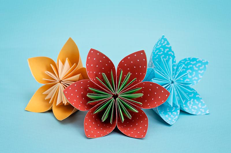 バリエーションたくさん!折り紙で作る花の折り方