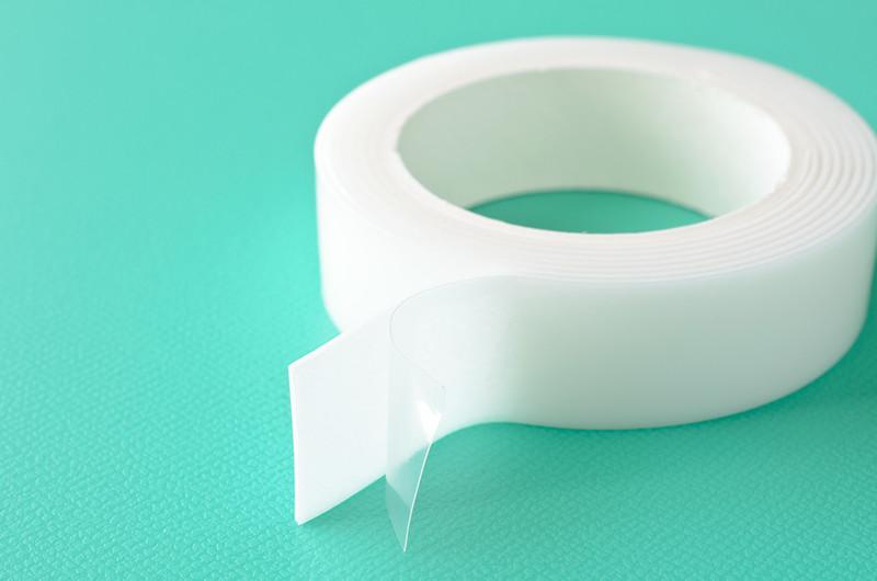 なかなかキレイに剥がれない!両面テープのはがし方と貼り方のコツ