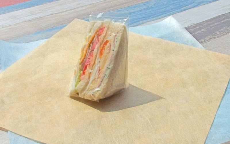 トワロールに包まれていたサンドイッチ