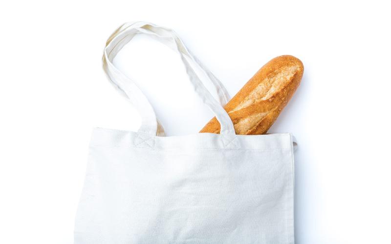 袋から飛び出したフランスパン