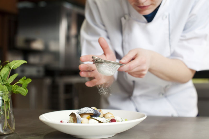 料理は盛り付けが命!写真映えする効果的な盛り付けのコツ