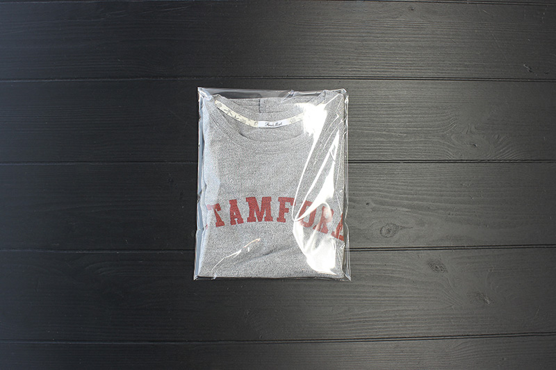 Tシャツを綺麗に畳んで、OPP袋(ジップロック)に入れて、封をする