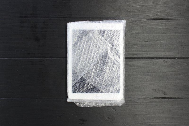 透明な袋に入れ、購入時の箱に入れる